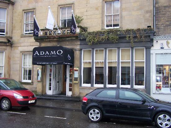 The Queen's Hotel: Adamo Front Entrance
