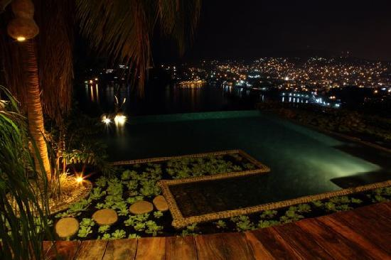 Casa Cuitlateca: Infinity Pool at Night