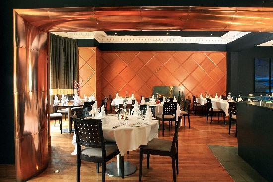 The Queen's Hotel: Adamo Restaurant
