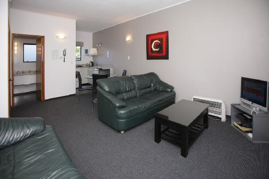 Kings Gate Motel : Lounge 2 b/r unit