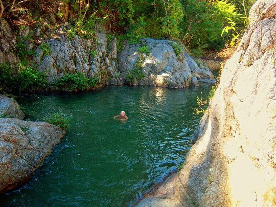 Yelapa, Meksiko: Deep pools for swimming upriver