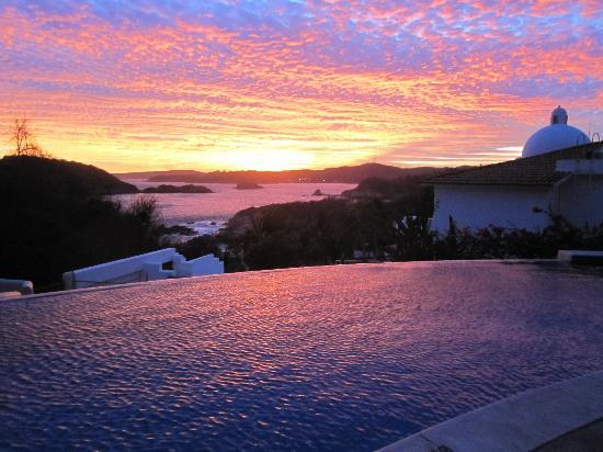 Villa Sol y Mar: Sunset from the pool