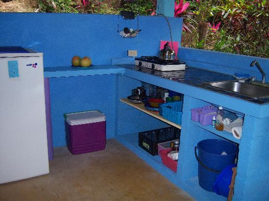 Casa Rosa: Casita kitchen is fully equipped