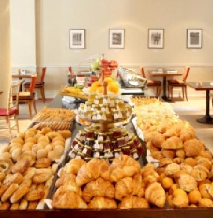 "NH New York Jolly Madison Towers: Continental Buffet Breakfast (charges apply) in the hotel's breakfast room ""Caffé Buongiorno"". H"