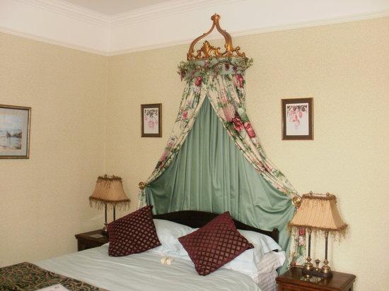 Benson's Guest House: Coronet Room