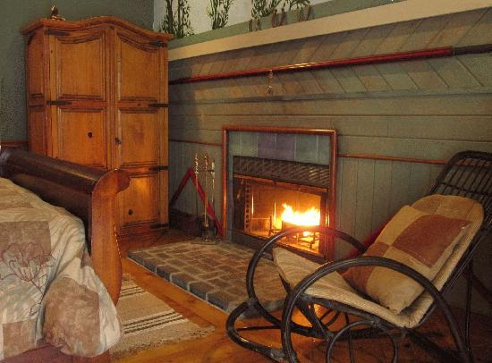 Ledyard, CT: Your own  working fireplace in your room.