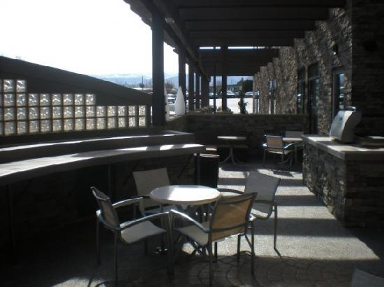 SpringHill Suites Wenatchee : Amazing Patio and Grilling Area