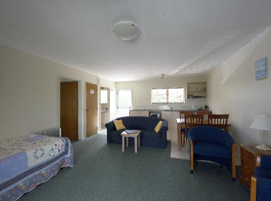 Ash Grove Motel: One-bedroomed family unit