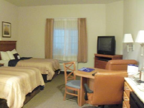 Candlewood Suites Medford: As you can see, very clean and comfortable.