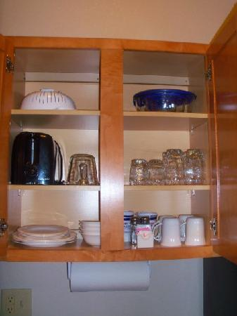 Candlewood Suites Medford: kitchenette fully stocked