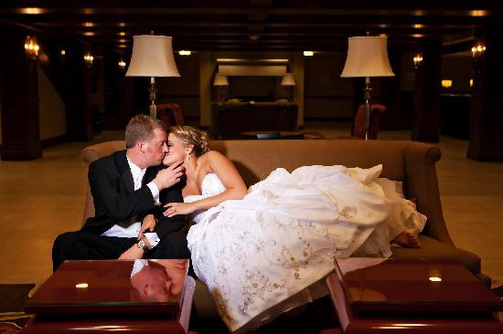 Crowne Plaza Hotel Louisville-Airport KY Expo Center: Crowne Plaza Louisville - Bride and Groom