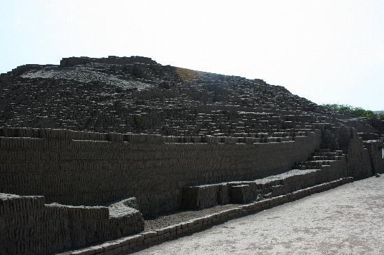 Centro histórico de Lima: The Bricks of Huaca Pucllana