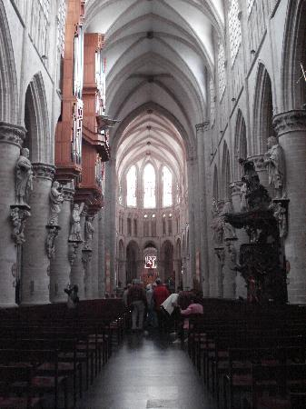 St. Michael og St. Gudula Katedral: view from the back pews