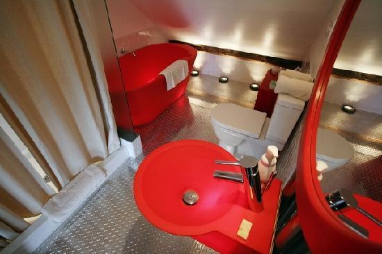 Woodstocker Inn: Chelsea bathroom with the tub that lights up!