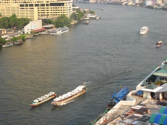 Royal Orchid Sheraton Hotel & Towers : boats on theriver