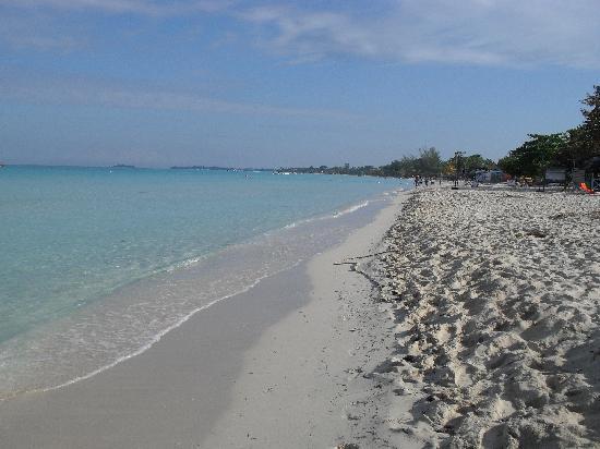Merrils Beach Resort II: Beautiful Beach...