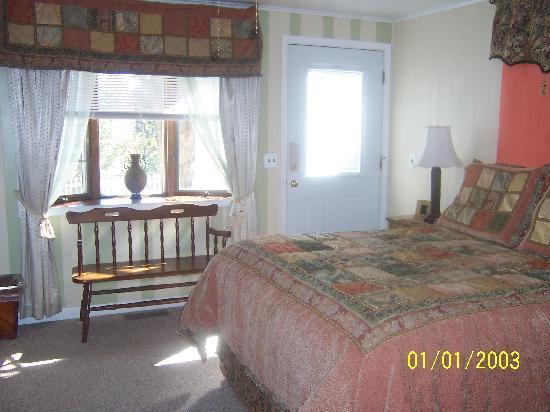 Killarney B Inn B: McCarty Room w/ private entrance