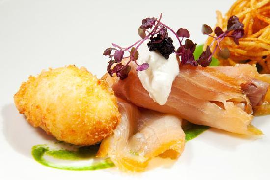 La Mere Zou: Smoked Salmon & Fried egg