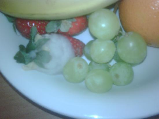 Village Hotel Maidstone: Strawberries