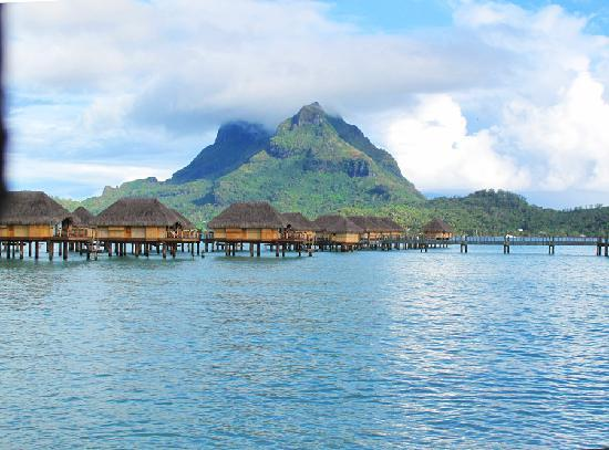 Bora Bora Pearl Beach Resort & Spa: Pearl Beach Bora Bora from Pool