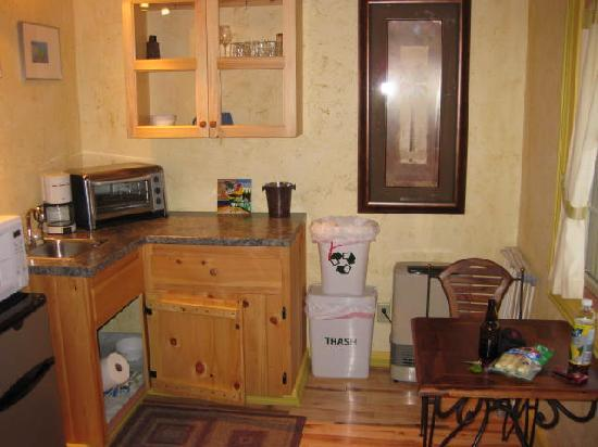 Sheady Acres Rental Cottages: the kitchen