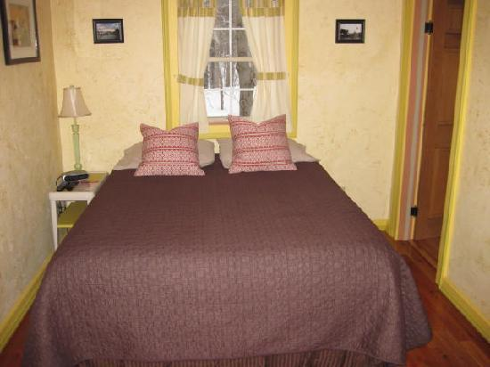 Sheady Acres Rental Cottages: the bedroom