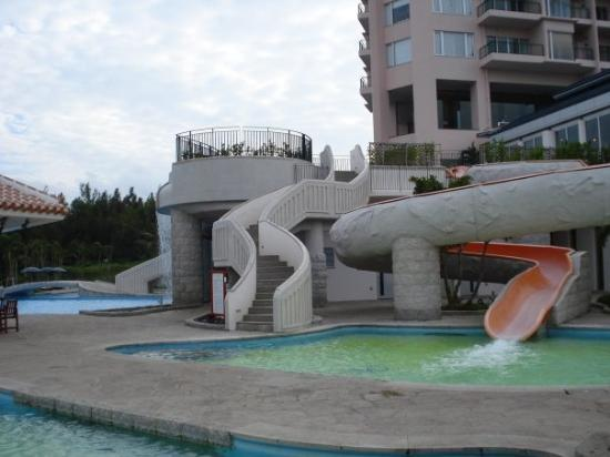 Okinawa Marriott Resort & Spa: Marriott Hotel pool