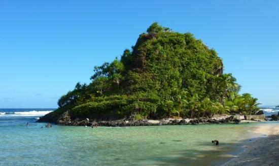Pago Pago, Samoa Americana: privately owned island.