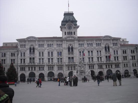 Piazza dell'Unita d'Italia: Piazza dell'unità