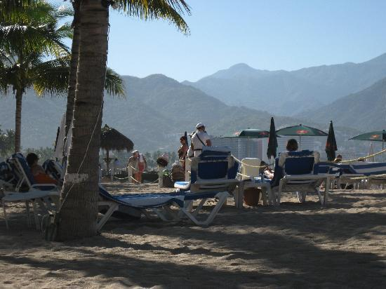 Friendly Vallarta All Inclusive Family Resort: hotel beach and lush mountains of p.v.