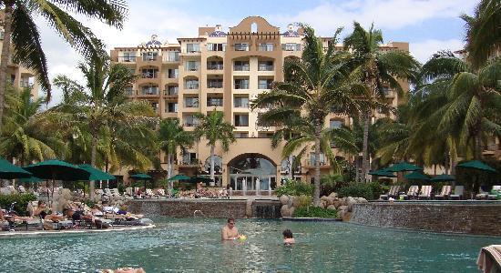 Villa Del Palmar Flamingos Beach Resort & Spa Riviera Nayarit: view of pool and entrance to lobby
