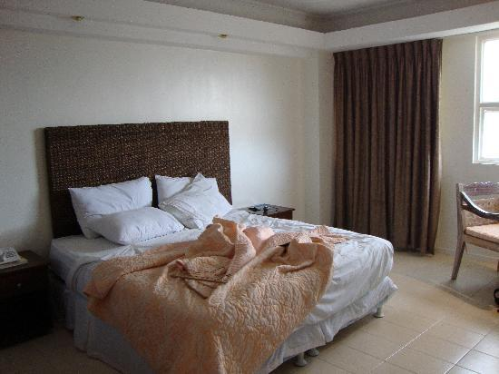 Wild Orchid Beach Resort Subic Bay: My room: bed and window
