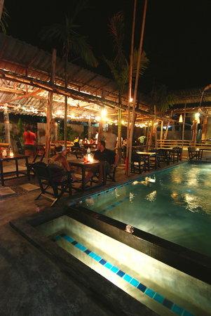 Laanlay Seafood : Pool side couple seat