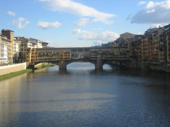 Ponte Vecchio: the arno