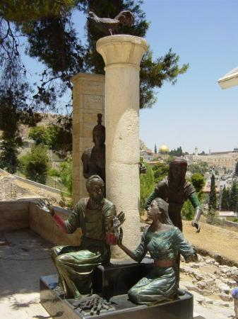 Church of Saint Peter in Gallicantu : Jerusalem - St. Peter in Gallicantu Church.  This is a statue of people accusing Peter.