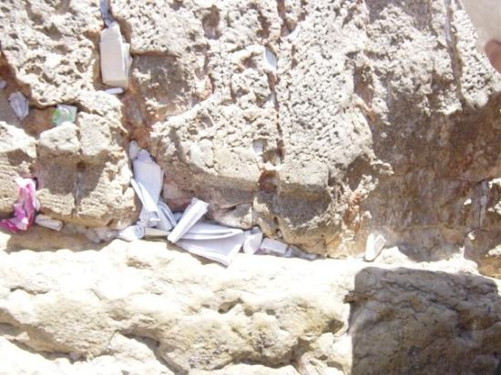 Klagemuren: Jerusalem - The Western Wall.   People write their prayers and tuck them away in the wall.