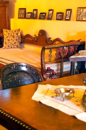 PROSELINOS Guesthouse: Dinning & Sitting room