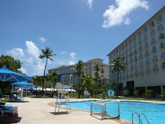 Fiesta Resort & Spa Saipan: プールは狭いが綺麗