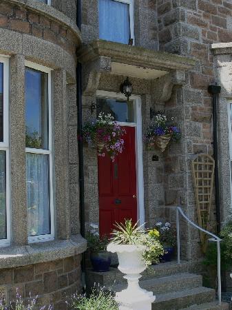 Lansdowne Guest House : Lansdowne Guesthouse Front Entrance