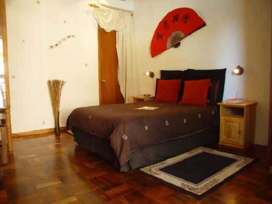 101 Oudtshoorn Holiday Accommodation: Room R