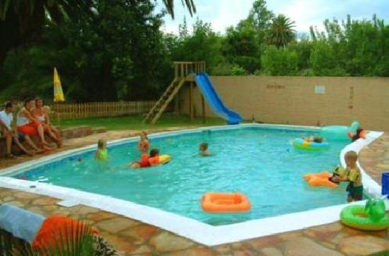 101 Oudtshoorn Holiday Accommodation: Fun in the pool