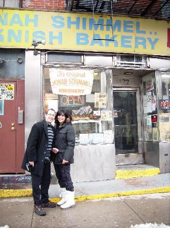 New York Fun Tours: Yona Schimmel's world famous Knishery