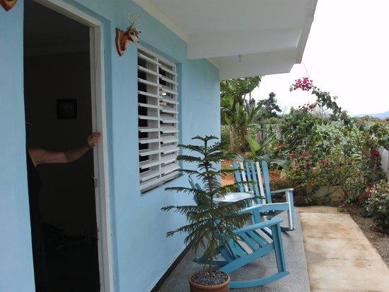 Casa Particular Lazaro y Neri: côté entrée de la chambre