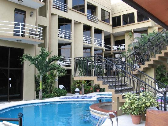 Hotel Balcon del Mar: poolside