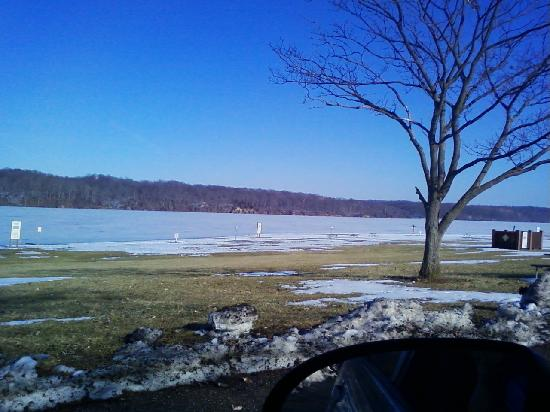 Hueston Woods Lodge and Conference Center: frozen beach