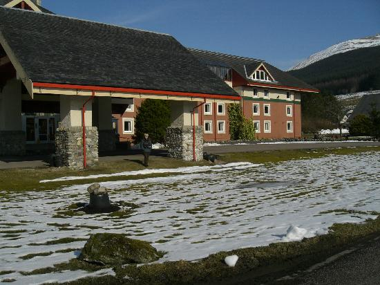 Tyndrum, UK: The entrance - snow on the ground