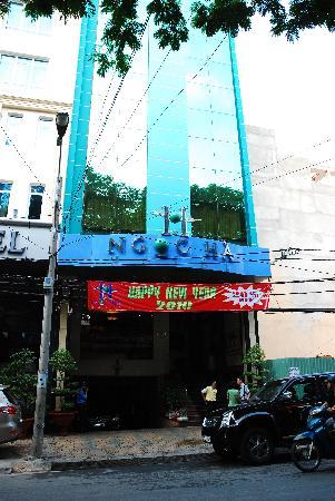 Ngoc Ha Hotel: Exterior.