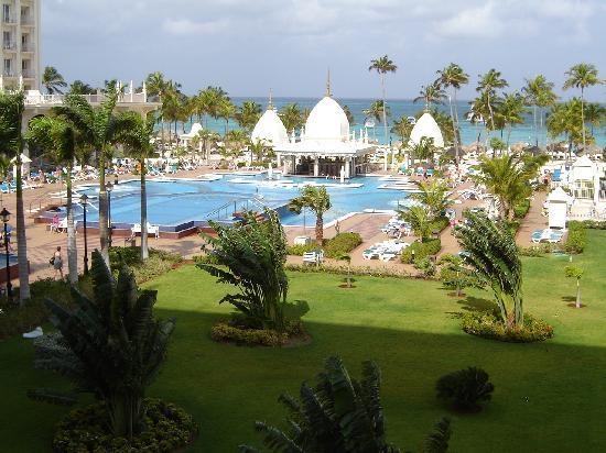 Hotel Riu Palace Aruba: main hotel/pool