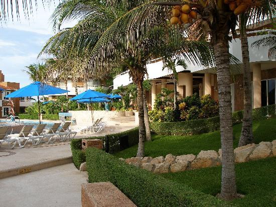Sunset Fishermen Spa & Resort: pool area