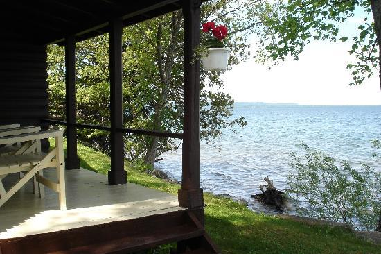 Timberlane Rustic Lodges: Waterfront accomodation in your own personal cabin